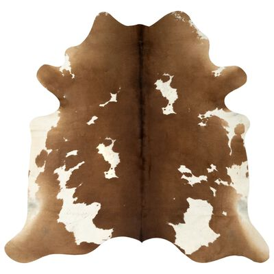 Give your interior decor a little western flair and wild charm with our real cowhide rug! Soft and smooth, this cow skin rug will create a cosy and warm ambience in any room.